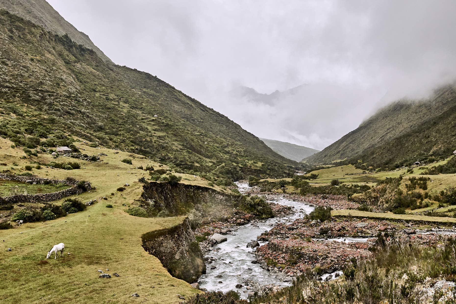 Peruvian-river-flowing-in-the-Andean-mountain-valley