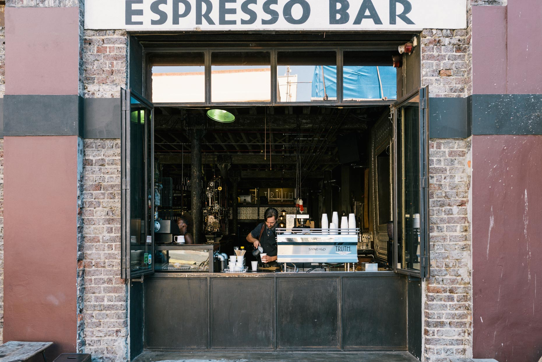 Barista-working-in-outdoor-espresso-bar-cafe-YES
