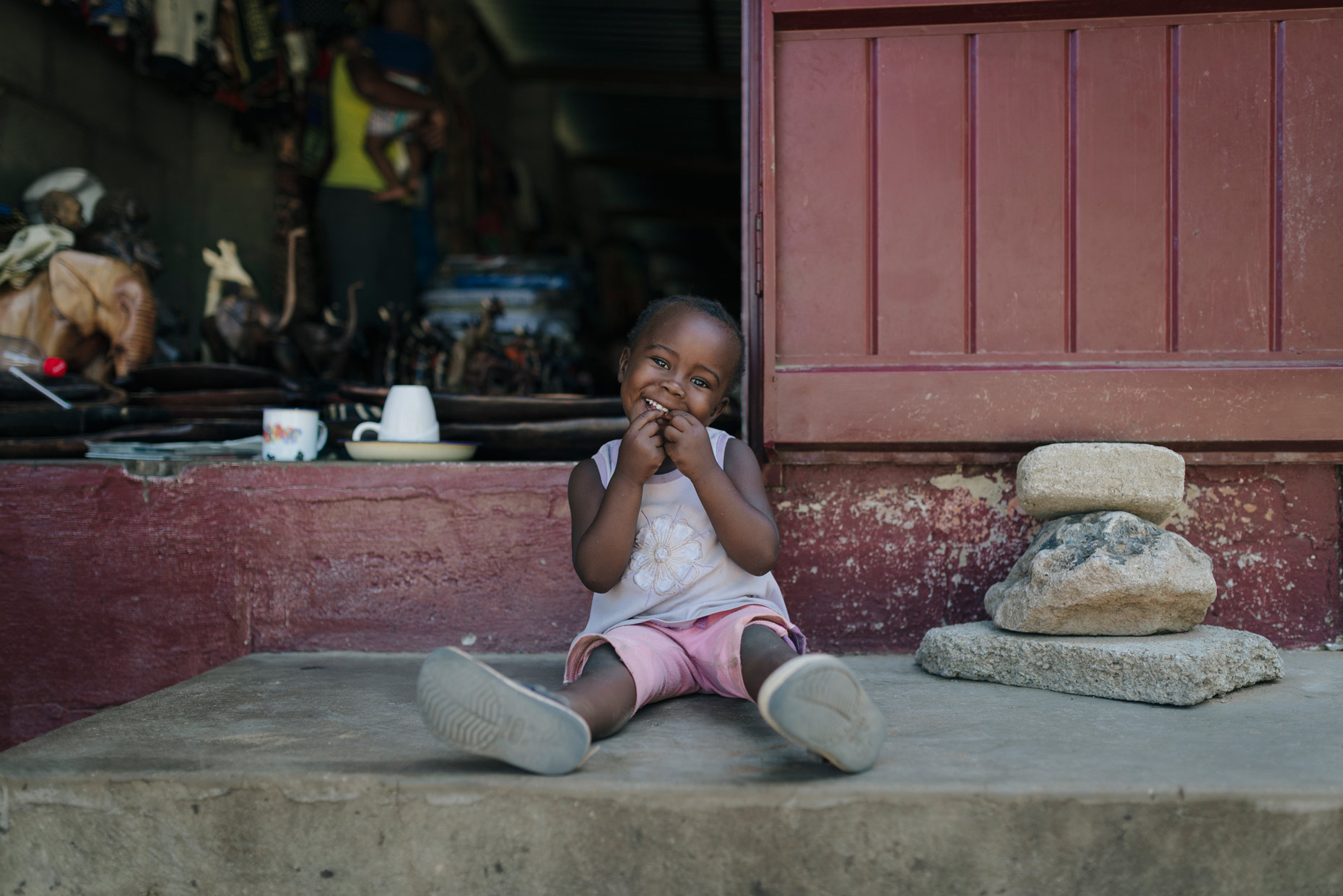 Cute-little-girl-sitting-on-ground-in-Zimbabwe-YES