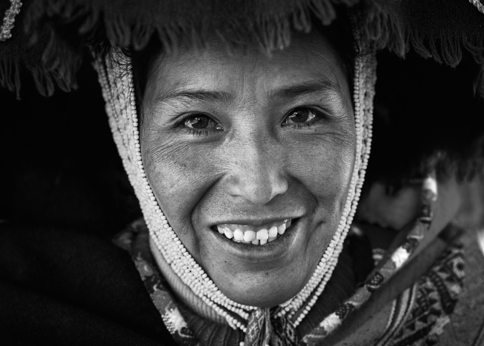 Local-Peruvian-woman-in-traditional-headdress