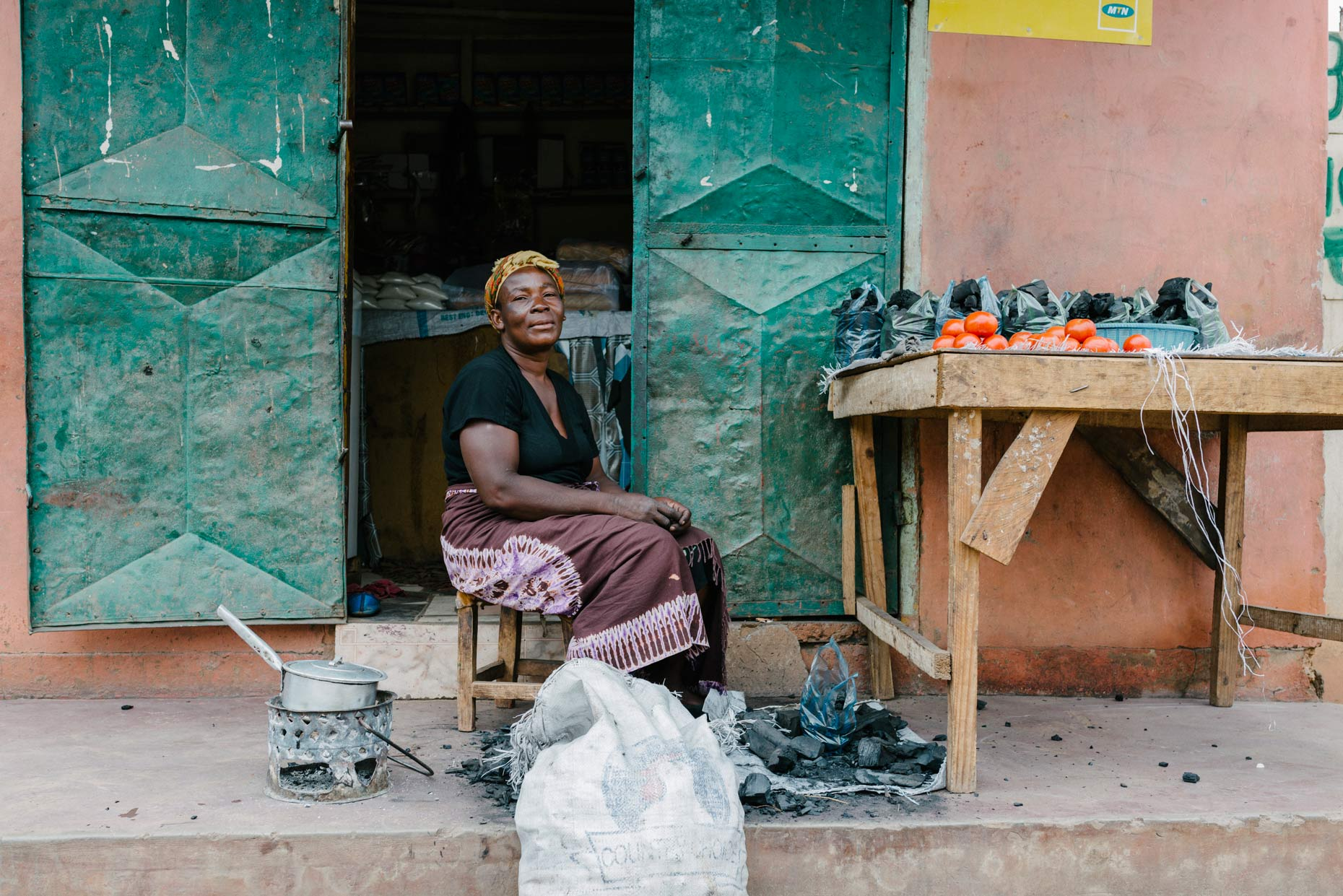 Portrait-of-proud-woman-working-at-market-in-Africa_YES