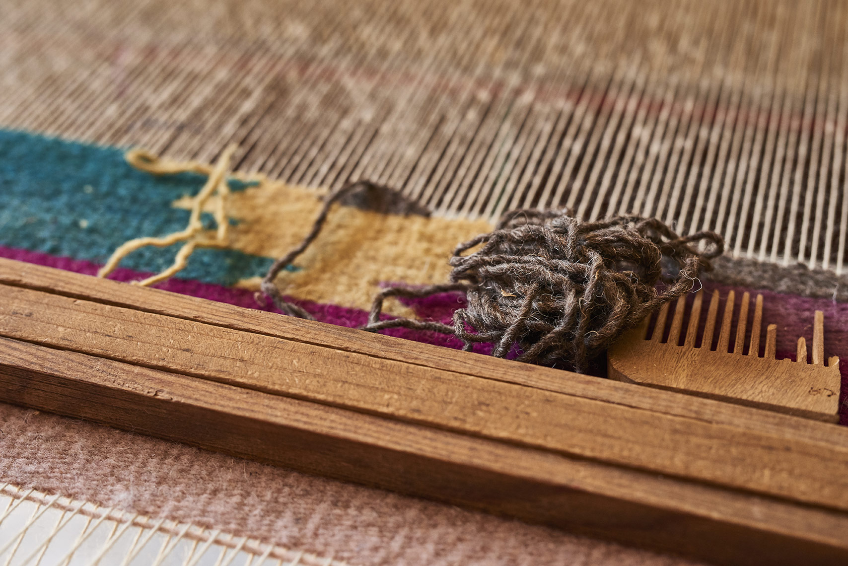 Process-of-weaving-on-vintage-machine