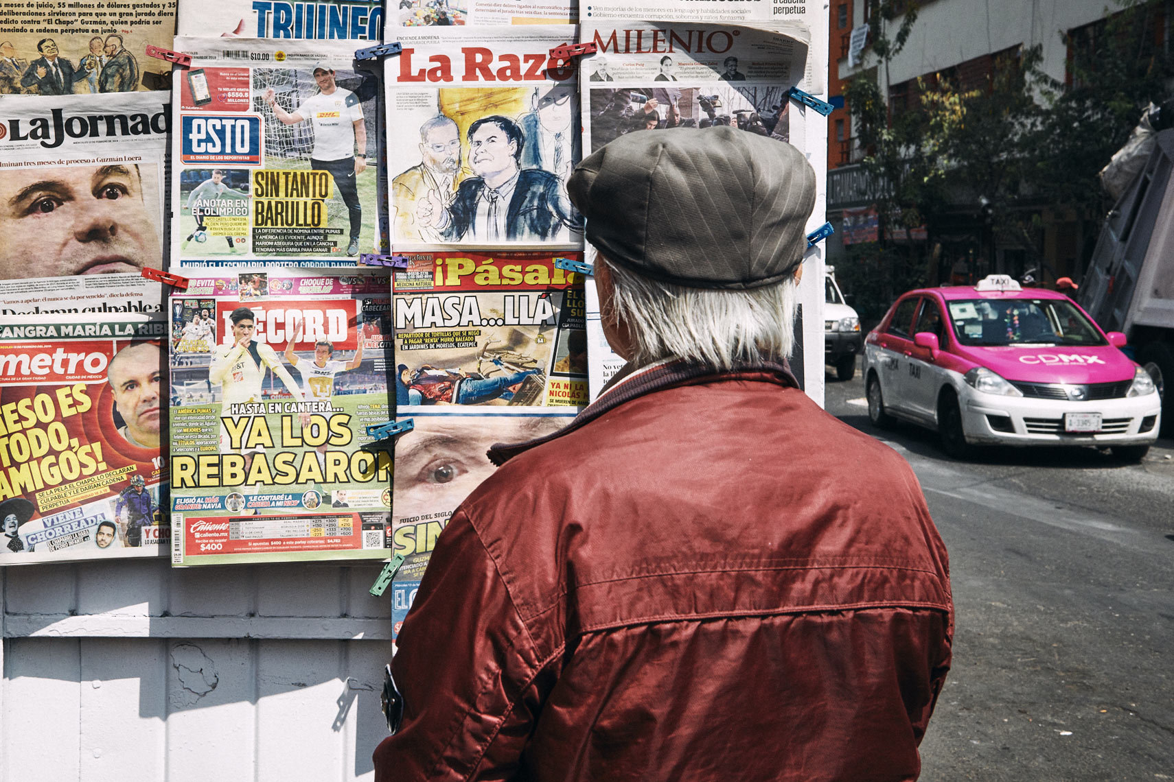 Stylish-man-reads-news-covers-at-Mexico-City-news-stand